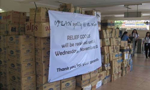 The overwhelming flow of relief goods at the pergola from the students, alumnae, friends, and benefactors.