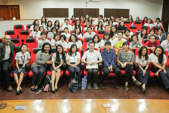 Wen Tsao Lin with Fine Arts and Design students of St. Scholastica's College, Manila at the Sr. Odiliana Rohrwasser Hall.